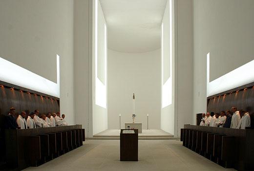 Interiér kostela trapistů v Novém Dvoře